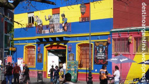 """Eines der bunten Wellblechhäuser in La Boca """"El Caminito"""""""