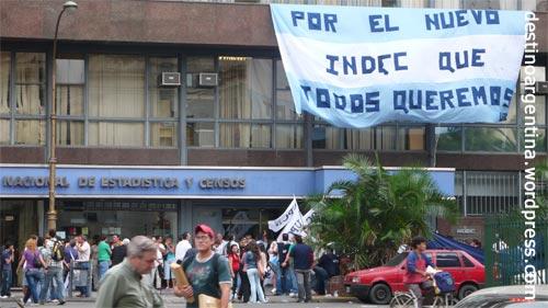 Eine der vielen Demos, hier nahe der Av. Julio de Roca in Buenos Aires