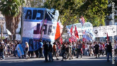 Demostration auf dem Plaza de Mayo zum Jahrestag des Endes der Militärdiktatur
