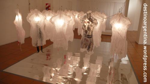 """Ein Exponat der Ausstellung """"Corpus"""" von Catharina Burman in Buenos Aires"""
