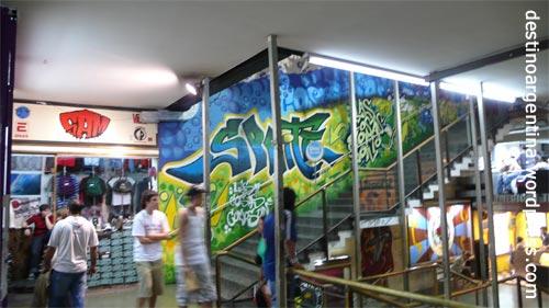 Das Innere der Galeria Bond Street in Buenos Aires