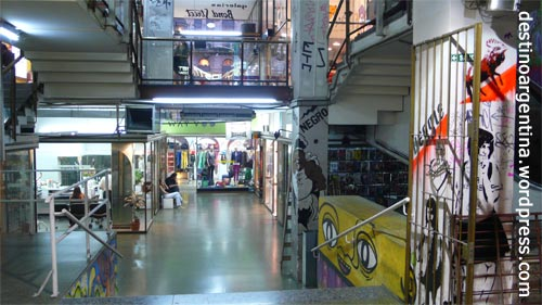 Mehr vom Inneren der Galeria Bond Street in Buenos Aires