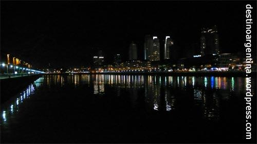 Das Puerto Madero Viertel von Buenos Aires bei Nacht