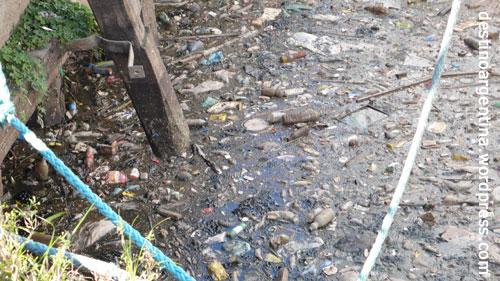 Verdreckte Mündung in La Boca in Buenos Aires