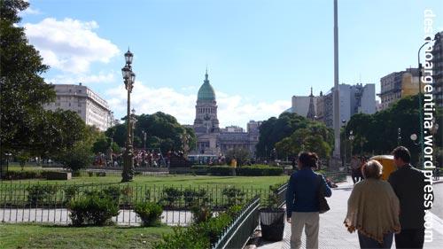 Die Plaza Mariano Moreno mit Blick auf den Congreso Nacional in Buenos Aires
