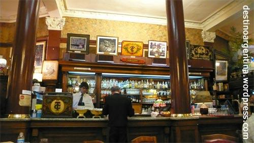 Barbereich des Cafés Tortoni in Buenos Aires Argentinien