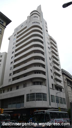 Bauhaus Gebäude in Montevideo Uruguay an der Avenida 18 de Julio
