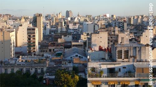 Buenos Aires von oben mit Sicht stadteinwärts