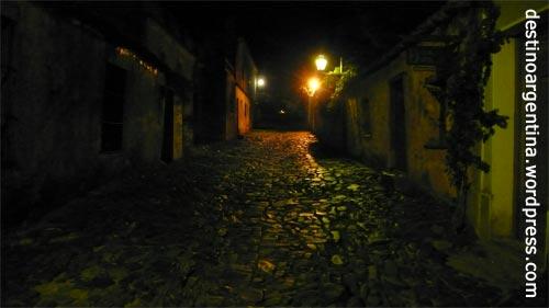 """Die """"Calle de los Suspiros"""" in Colonia del Sacramento in Uruguay"""