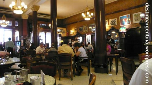 Eingangsbereich des Cafés Tortoni in Buenos Aires Argentinien