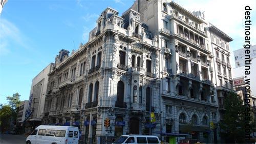 Gebäude entlang der Avenida 18 de Julio in Montevideo Uruguay
