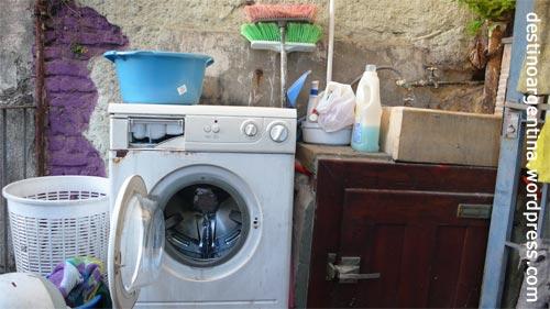 Gemeinschaftswaschmaschine im Casa Perú in Buenos Aires