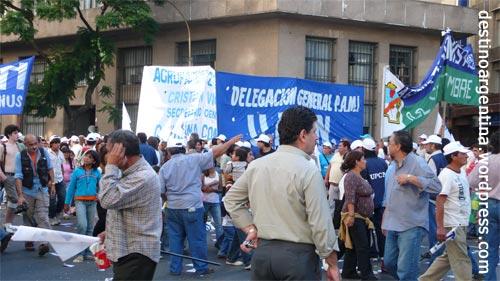 Lautstarke Demonstration in Buenos Aires Argentinien