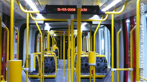 Leere und unbenutzte Tram in Buenos Aires im Barrio Puerto Madero