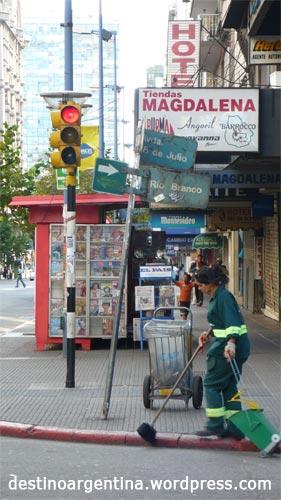 Putzen für die Touristen im Zentrum von Montevideo Uruguay