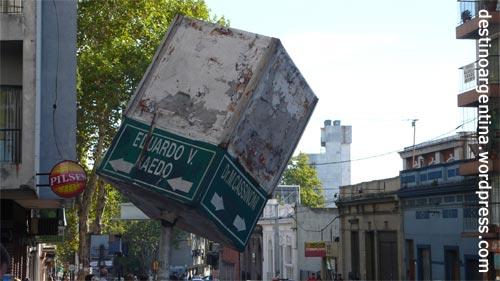 Typische_Straßenbeschilderung_abseits der Touristengegenden in Montevideo Uruguay