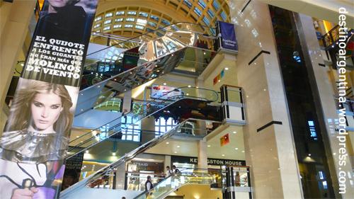 Im Innern des Shoppingcenters Abasto de Buenos Aires