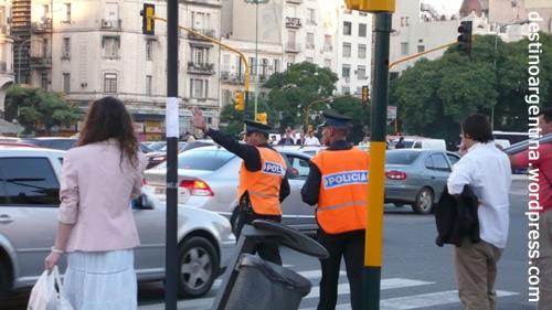 Der allabendliche Wahnsinn (Rush Hour) an der Megakreuzung Avendida 9 de Julio und Avenida de Mayo