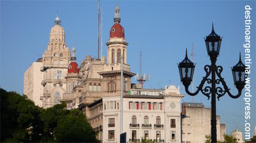 Architektonischer Blick von der Plaza del Congresso in Richtung Avenida 9 de Julio