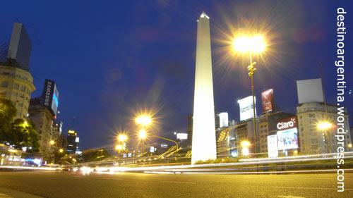 Avenida 9 de Julio mit Obelisk in Buenos Aires