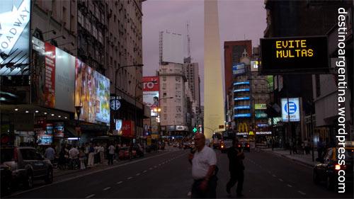 Die Avenida Corrientes, der Broadway von Buenos Aires