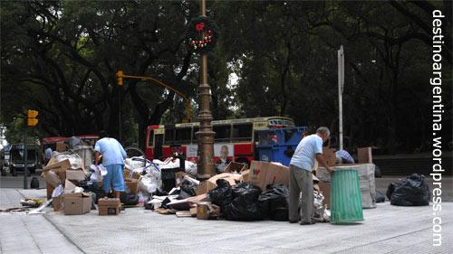 Cartoneros an der Plaza San Martin im Stadtteil Retiro in Buenos Aires