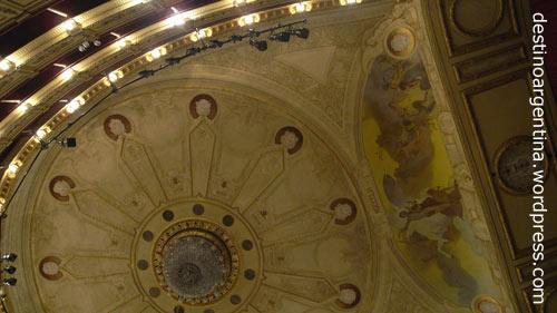 Decke des Saals im Teatro Solis in Montevideo, Uruguay