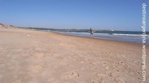 Einsamer Strand Playa Chihuahua bei Punta del Este, Uruguay