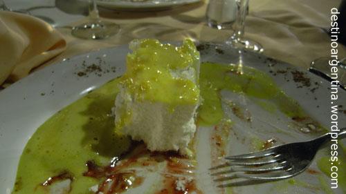 Nachtisch Isla Flotante im Restaurant Oro y Taba in Punta del Este in Uruguay
