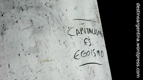 Kapitalismus ist Egoismus. Gefunden in den Strassen von Buenos Aires