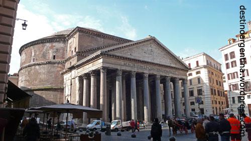Das Pantheon in Rom Anfang April