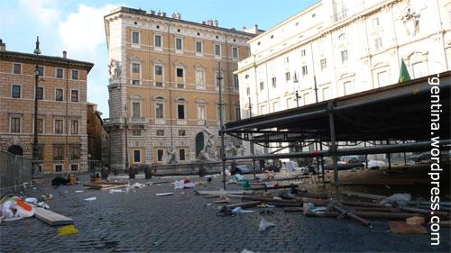 Die Piazza Navona in Rom am Morgen nach einer Wahlveranstaltung