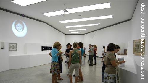 Saal 2 der Marcel Duchamp Ausstellung im PROA in La Boca Buenos Aires
