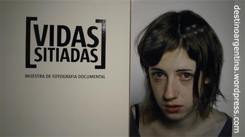 """Aufmacher der Ausstellung """"Vidas sitiadas"""" im Centro Cultural Borges in Buenos Aires"""