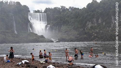 Badestelle auf der Isla San Martín im Parque Nacional Iguazú in Argentinien