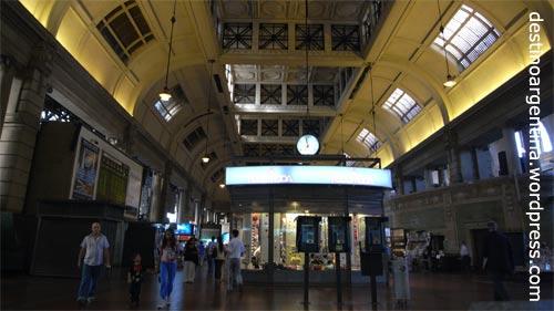 Bahnhof Retiro in Buenos Aires am Nachmittag