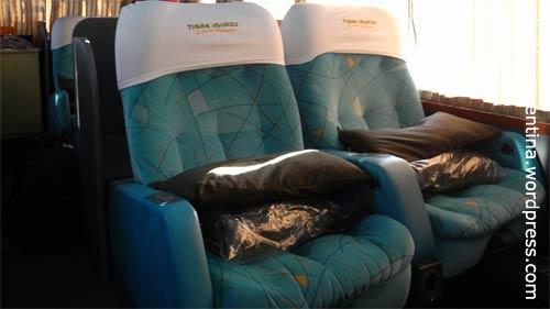 """Bequem reisen in der bettartigen """"Cama Suite"""". Hier """"Via Bariloche"""" auf der Fahrt von Buenos Aires nach Iguazú."""