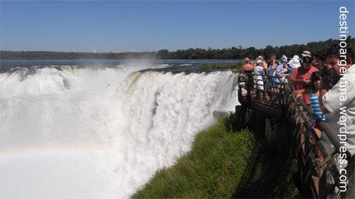 Besuchersteg an der Garganta del Diablo im Iguazú Nationalpark in Argentinien