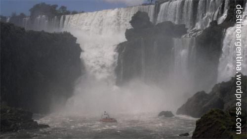 Blick auf den Salto Escondido im Parque Nacional Iguazu in Argentinien