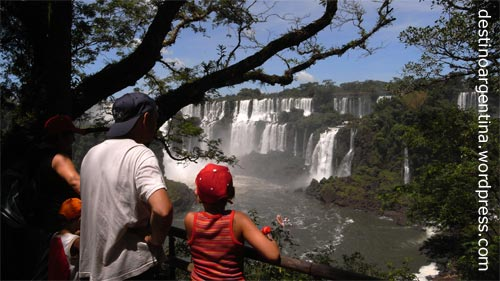 Blick auf den Salto Mbigua im Parque Nacional Iguazú in Misiones, Argentinien