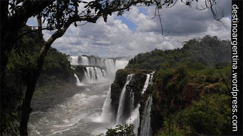 Blick in den Schlund des Teufels im Parque Nacional Iguazú in Argentinien