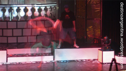 Break-Dance-Show beim Club 69 im Niceto Club in Palermo in Buenos Aires, Argentinien