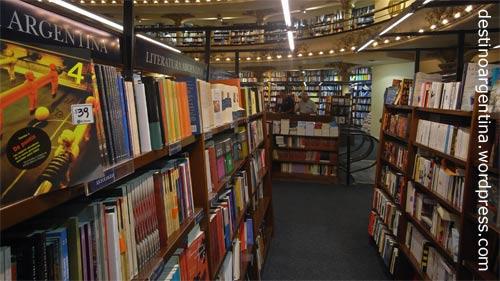 """Bücherregale in der Buchhandlung """"El Ateneo"""" im ehemaligen Theater """"Grand Splendid"""" in der Avenida Santa Fe in Buenos Aires"""