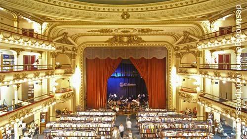 """Bühne und Theatersaal im ehemaligen Theater """"Grand Splendid"""", heute Buchhandlung """"El Ateneo"""", in der Avenida Santa Fe in Buenos Aires"""