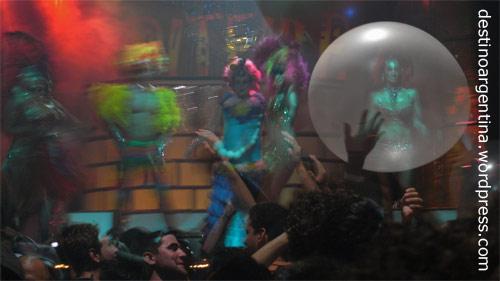 Bühnenshow beim Club69 im Niceto Club in Palermo in Buenos Aires, Argentinien