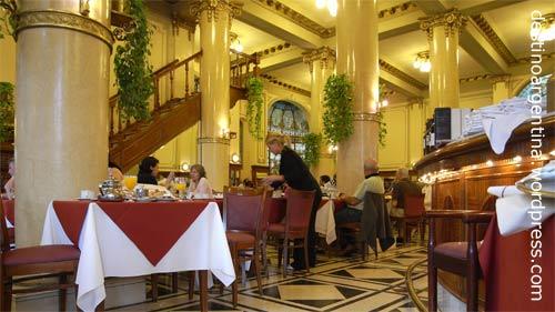 Café Las Violetas in Buenos Aires