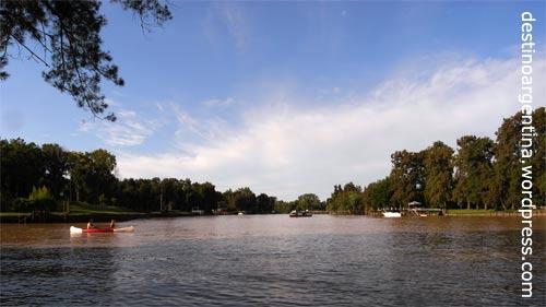 Entspannung pur im Paraná-Delta auf dem Rio Sarmiento in Tigre nahe Buenos Aires