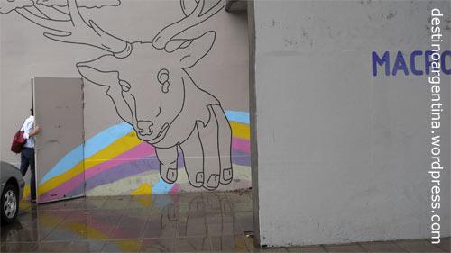 Hintereingang vom MACRo mit Graffiti in Rosario Argentinien