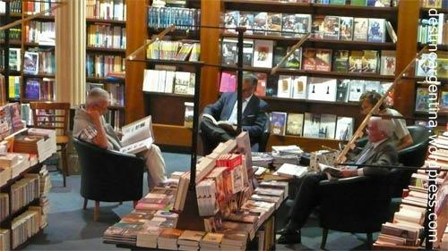 """Leseprobe in der Buchhandlung """"El Ateneo"""" im ehemaligen Theater """"Grand Splendid"""" in der Avenida Santa Fe in Buenos Aires"""