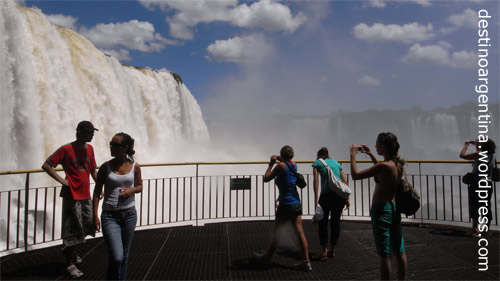 Besucherplattform_am_Salto Floriano im Parque do Iguaçu in Brasilien